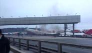 Moskova'da Otobona İnen Uçak Üçe Bölündü