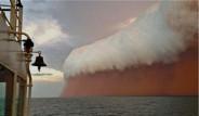 Gökyüzü Kumdan Duvarla Kaplandı