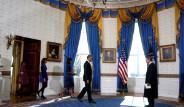 Obama İncil'e El Bastı