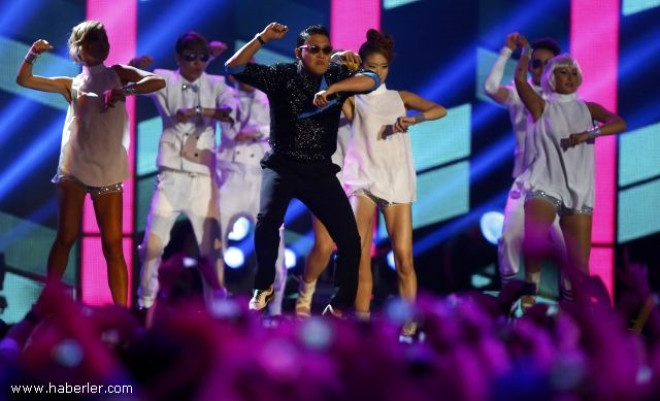 'Gangnam Style' Youtube'a Para Bastı