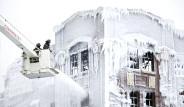 Yanan Bina Buz Tuttu