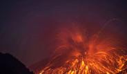 Yanardağ Patlamasının Fotoğraflarını Çekti
