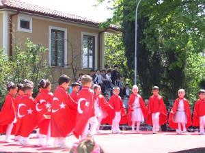Cengiz Topel'de Renkli Kutlama