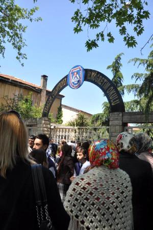 Trabzon'da Saldırıya Uğrayan Öğretmene Destek