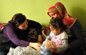 Vali Eşi Aydın, İhtiyaç Sahibi Aileleri Ziyaret Etti