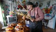 Rusya Paskalya Bayramını Kutluyor; Putin ve Medvedev Ayinde