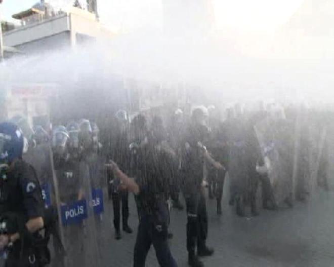 Taksim'de Gazlı Müdahale