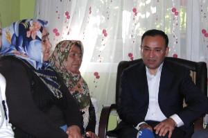Bakan Bozdağ'dan, Anneler Günü'nde Şehit Annelerine Ziyaret