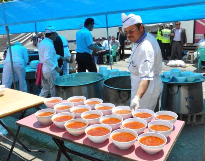 Karaman Belediyesi'nden 10 Bin Kişiye 'Yunus Emre' Yemeği