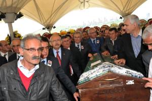 Kılıçdaroğlu, Yılmaz Ateş'in Annesinin Cenaze Törenine Katıldı
