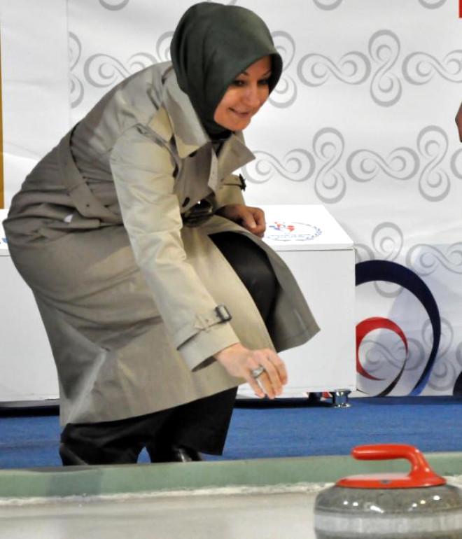 Hayrünnisa Gül, Curling Oynadı