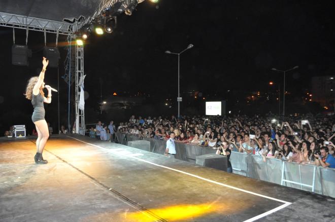 Atiye, Yeni Şarkılarını İlk Kez İzmir Üniversitesi Öğrencileri İçin Söyledi
