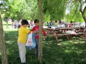 Atatürk İlkokulu Öğrencilerinden Çöp Toplama Etkinliği