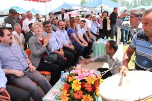 CHP'li Tarhan: Türkmenler Ayrımcılığa Tabi Tutuluyor