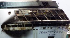 Lüks Yolcu Gemisinde Korkunç Yangın