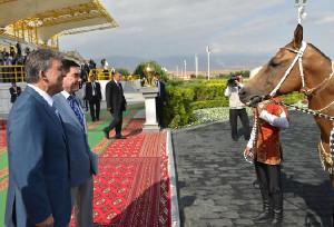 Cumhurbaşkanı Gül'e Türkmenistan'da At Hediye Edildi (2)