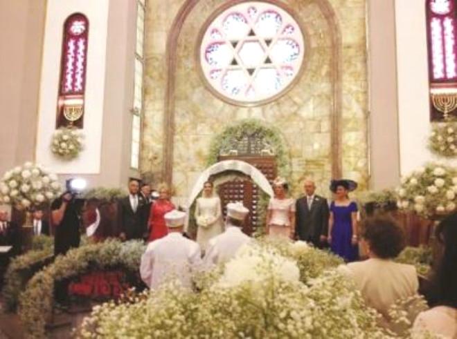 Sinagogda Nikah, Sarayda Düğün!