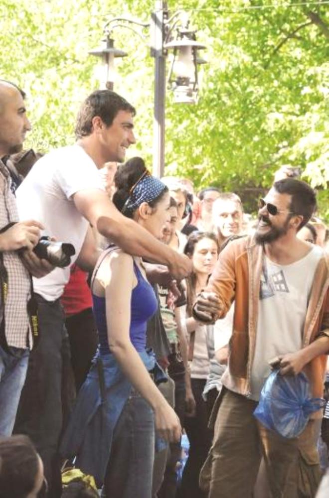 Deniz Çakır İle Sevgilisi Gezi Parkı'nda!