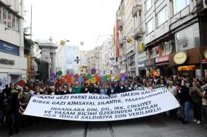 Sanatçılar Taksim'e Yürüdü