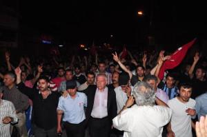 Polis Yürüyüşçülerin Güvenliğini Sağladı