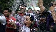 İran Sokaklarında Sevinç Gösterileri
