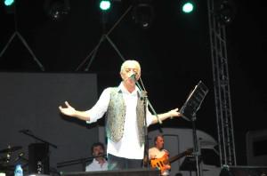Edip Akbayram Şarkılarını Gençlere Armağan Etti