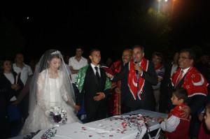Başkan Oğlunun Nikahını Kendisi Kıydı