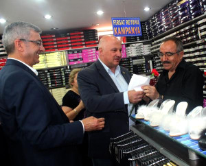CHP'li Milletvekillerinden, Kızılay Esnafına Karanfilli Moral Ziyareti
