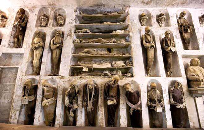 Dünyanın En İlginç Mezarları