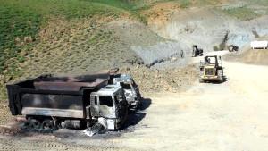 Tunceli'de Şantiye Basan Teröristler Araçları Yaktı, İşçileri Kaçırdı (2)