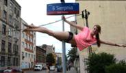 Sokak Ortasında Direk Dansı!