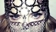 Madonna Zincirden Peçe Taktı!
