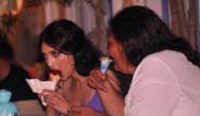 Melike İpek Yalova'nın Dondurma Eziyeti!