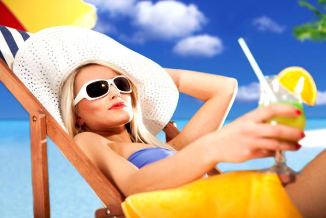 Yaz mevsimiyle sıcaklığın kendini iyice hissettirmeye başladığı şu günlerde hayalini kurduğunuz bronz ve parlak bir tene doğru beslenerek sahip olabilirsiniz. Nasıl mı?
