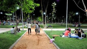 Aileler İftar Sonraları Eşref Bitlis Parkı'nda Buluşuyor