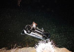 Otomobille Denize Uçtu, 200 Metre Yüzerek Kurtuldu