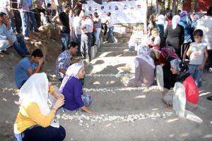 Silvan'da 8 Kişinin Öldürülmesi Sessiz Yürüyüşle Protesto Edildi