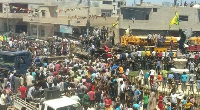 PYD Tankları Kobani'ye Getirdi