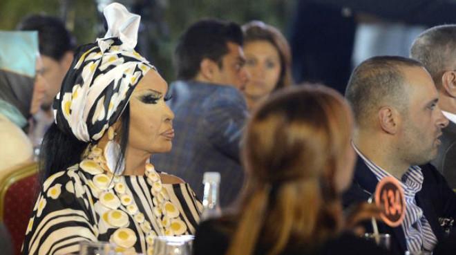 Bülent Ersoy, Ajda Pekkan'a Açtı Ağzını Yumdu Gözünü