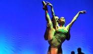 Bodrum'da Sahnelenen Bach Alla Turca'da Çağla Şikel de Dans Etti