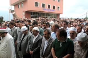 Muğla'da Denizde Sürat Teknesinin Çarptığı Önder Pervanoğlu Trabzon'da Toprağa Verildi