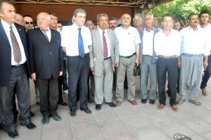 CHP'li Genç: Başbakan Kılıktan Kılığa Giriyor