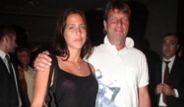 Hülya Avşar Kızını Reina'da Bastı