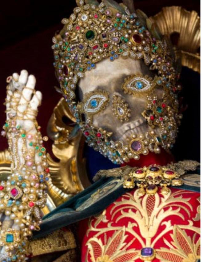 ABD'li Tarihçi Paul Koudounaris Mücevherlerle Gömülü Binlerce İskelet Buldu