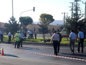 Otomobil Motosiklete Çarptı: 1 Ölü, 2 Yaralı
