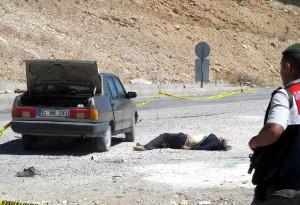 Kızının Gözleri Önünde 3 Kişiyi Öldürüp Kendini Vurdu (2)