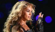 Beyonce Super Bowl'da Devre Arası Sahneye Çıktı
