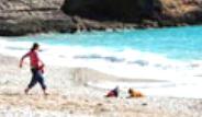 Köpek, Emekleyerek Denize Giden Bebeği Durdurdu