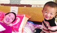 Çin'de Küçük Çocuk Annesini Komadan Çıkardı