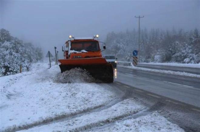 Bolu Dağı'nda Kar Yağışı Ulaşımı Kötü Etkiliyor